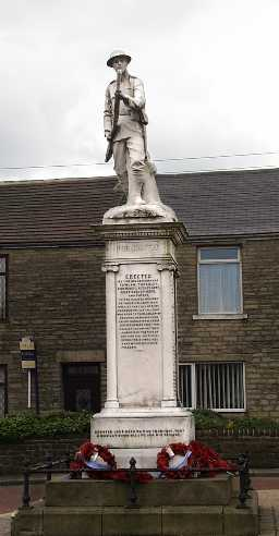 War Memorial, Wolsingham Road © DCC 31.03.2010