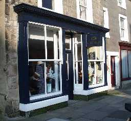7 Newgate shop frontage in 2002 © DCC 2002