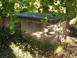 Hickson Chest Tomb (2004)  © DCC 2004