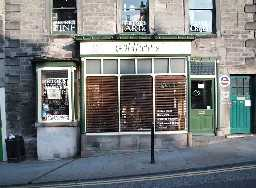 7 The Bank, - Shop Frontage  © DCC 2002