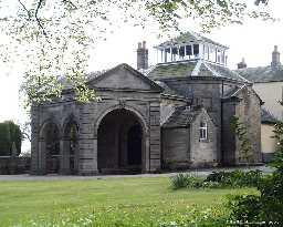 Lartington Hall - porte-cochère © DCC 2003