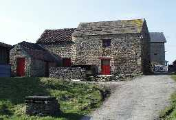Barn & Loosebox, west of Podgehole Mill © DCC 2002