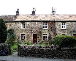 2 Grange Cottages, Whorlton © DCC 2002