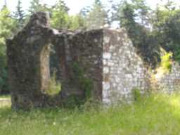 Ruined structure(s) inside walls, including window hole 2017