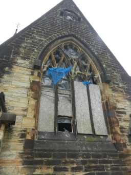 Photograph of arched window on East Mortuary Chapel of Benfieldside Cemetery 2016
