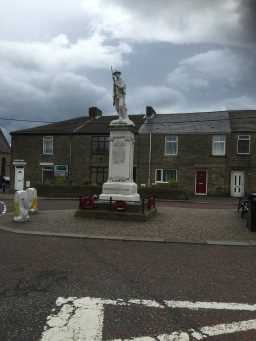 Photograph of War Memorial Statue, Wolsingham Road 2016