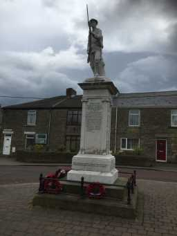 Close up photograph of War Memorial Statue, Wolsingham Road 2016