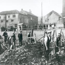 Irish navvies working on the fish pass and dam at Framwellgate Waterside, Durham, 1935 (D/Ph 351/1)